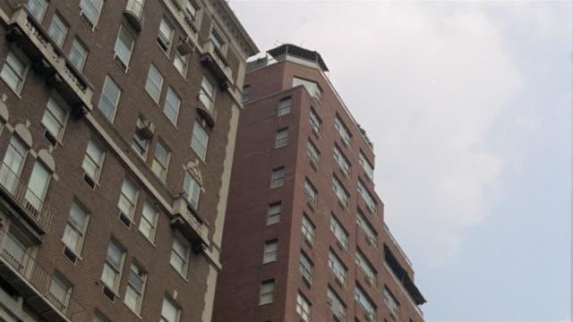 1969 la ms high-rise apartment building / manhattan, new york - 1969 bildbanksvideor och videomaterial från bakom kulisserna