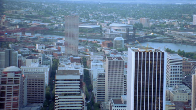 high-rise buildings in portland line the banks of the willamette river. - portland oregon stock-videos und b-roll-filmmaterial
