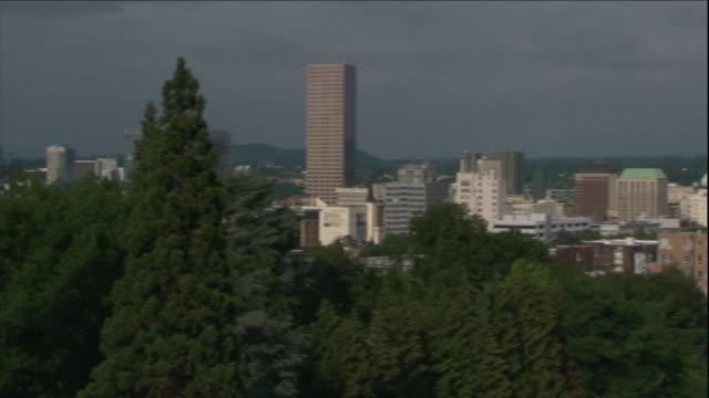 high-rise buildings rise above downtown portland, oregon. - portland oregon点の映像素材/bロール