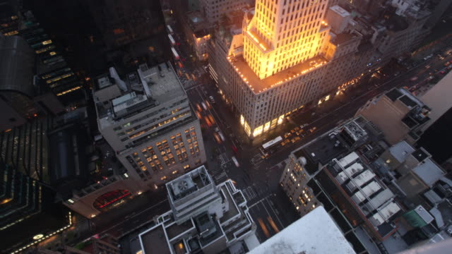 stockvideo's en b-roll-footage met t/l ws ha zo high-rise office buildings and busy streets in midtown, dusk to night, new york city, new york, usa - vlak erboven