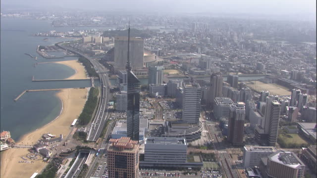 high-rises tower over a beach located on the coast of fukuoka, japan. - 福岡県点の映像素材/bロール