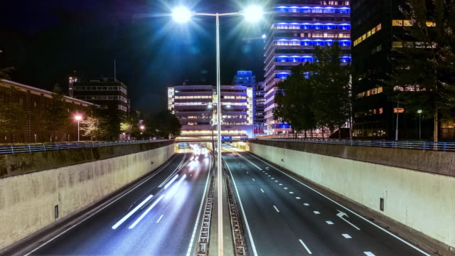 stockvideo's en b-roll-footage met highway bij nacht in de stad, timelapse. - nederland