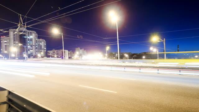 highway bei nacht-blick von der brücke - trolleybus stock-videos und b-roll-filmmaterial