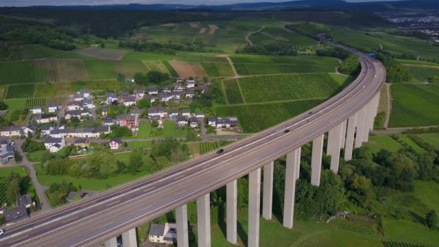 vídeos y material grabado en eventos de stock de highway bridge of highway 1 near riol, moselle valley, rhineland-palatinate, germany, europe - paisaje mosaico