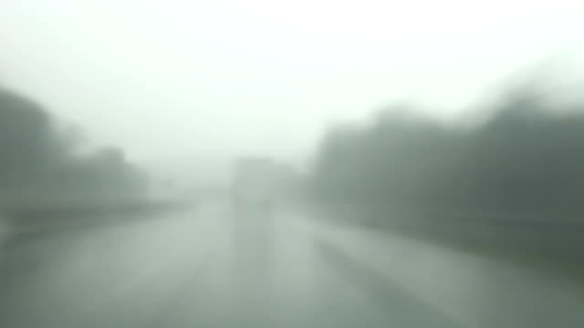 stockvideo's en b-roll-footage met highway driving in rain, time lapse - commercieel landvoertuig