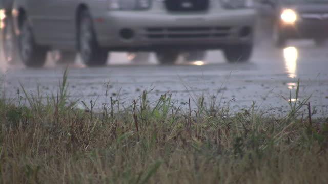 highway, autobahn, verkehr. - limousine stock-videos und b-roll-filmmaterial