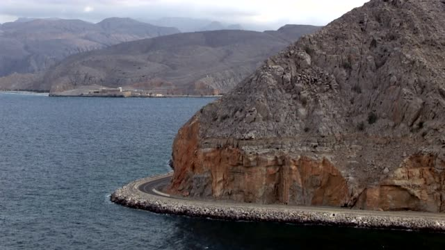 highway from khasab to the uae border - oman stock-videos und b-roll-filmmaterial
