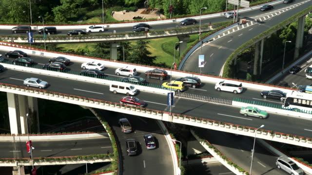 vidéos et rushes de échangeur de l'autoroute à shanghai, chine - échangeur