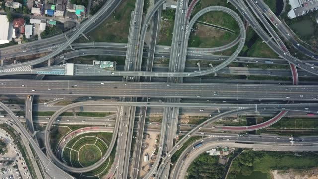 autobahnkreuz, verkehr - straßenüberführung stock-videos und b-roll-filmmaterial