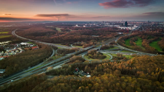 autobahnkreuzung in köln, deutschland - antenne - straßenüberführung stock-videos und b-roll-filmmaterial