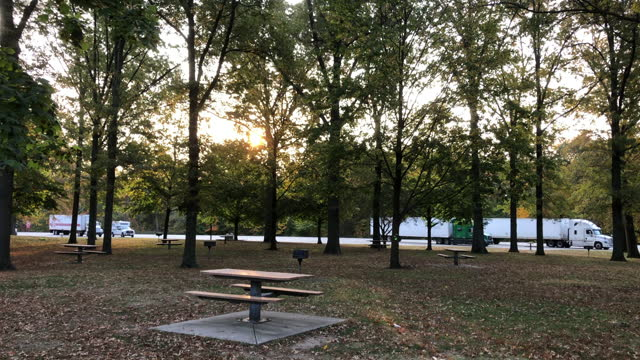 vidéos et rushes de highway rest area under the autumn morning sunlight in america. - table de pique nique