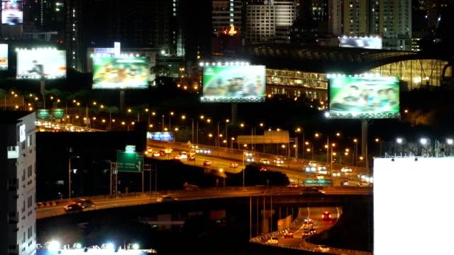 Autobahn Straßen mit vielen billbroads