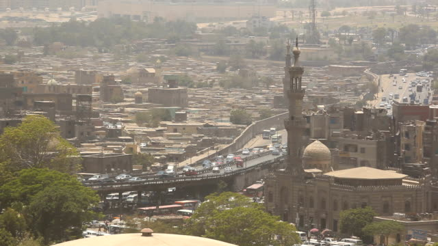 stockvideo's en b-roll-footage met ws highway through the old city/ cairo / egypt - caïro