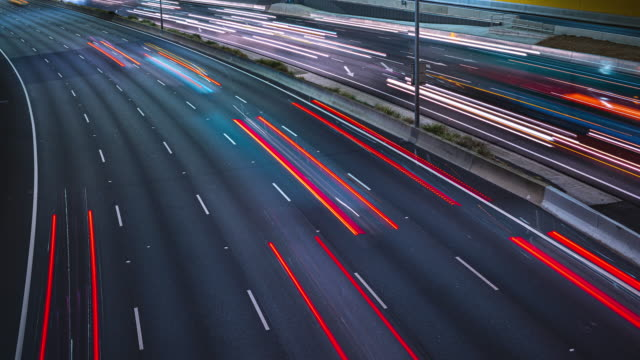 stockvideo's en b-roll-footage met highway timelapse at night - lichtspoor lange sluitertijd