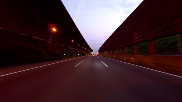 vídeos de stock e filmes b-roll de estrada número portão de passar a manhã - 4 k - cabina de portagem