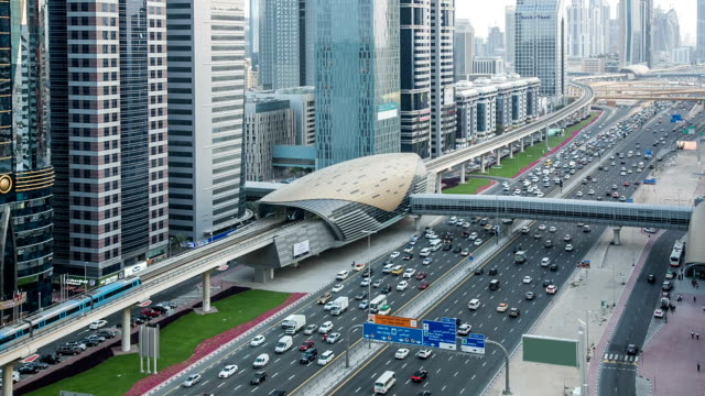 stockvideo's en b-roll-footage met hd: highway traffic in dubai - perzische golf