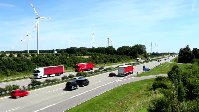 stockvideo's en b-roll-footage met highway traffic in germany - commercieel landvoertuig