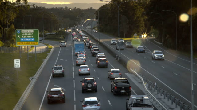 stockvideo's en b-roll-footage met highway traffic jam bij rush hour - versmelten