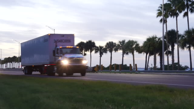 highway traffic - sunset - trailer stock videos & royalty-free footage