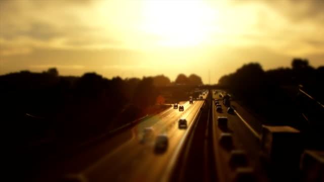 stockvideo's en b-roll-footage met highway traffic tl panning ts - vrachtwagen