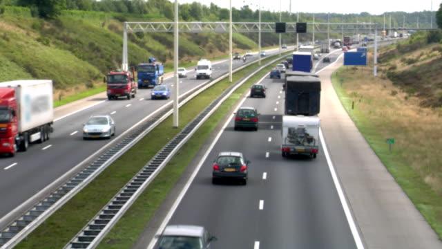 highway traffic (720p) - ekoturism bildbanksvideor och videomaterial från bakom kulisserna