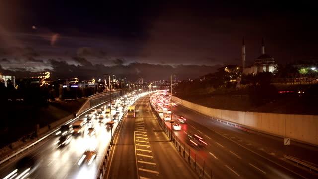 hd: autobahn-verkehr - hauptverkehrszeit stock-videos und b-roll-filmmaterial