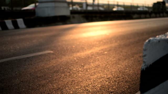 vídeos de stock, filmes e b-roll de tráfego de estrada - classified ad