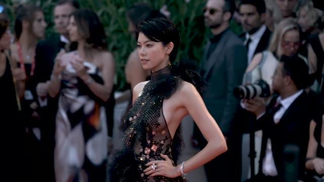 hikari mori at 'joker' red carpet arrivals - 76th venice film festival at sala grande on august 31, 2019 in venice, italy. - べネチア国際映画祭点の映像素材/bロール