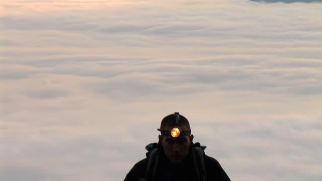 vidéos et rushes de hd : chaussure de randonnée - lampe frontale