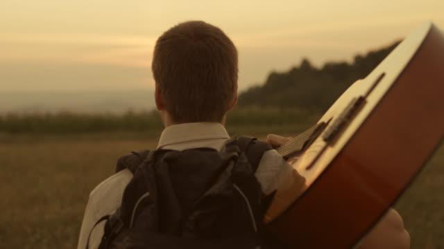 Wanderer mit Gitarre