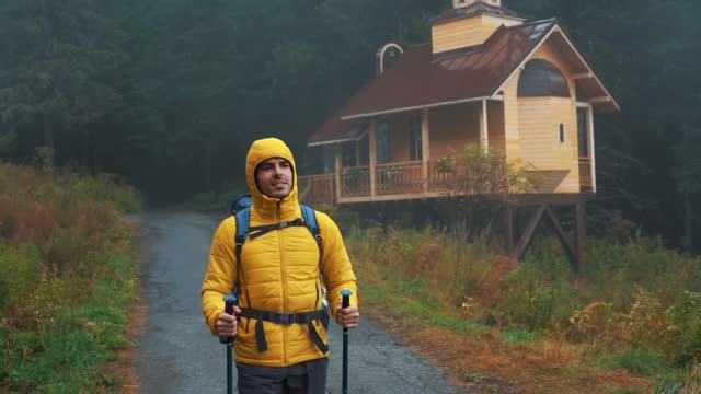 escursioni da sole nella natura - casacca video stock e b–roll