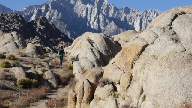 hiking amongst the scenic mountains of the eastern sierras. - californian sierra nevada stock videos & royalty-free footage
