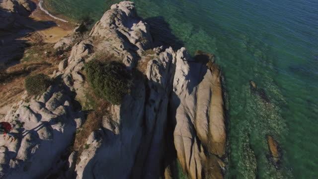 vidéos et rushes de randonnée au bord de la mer 4k - grèce