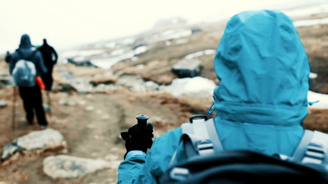 stockvideo's en b-roll-footage met wandelen - mount everest