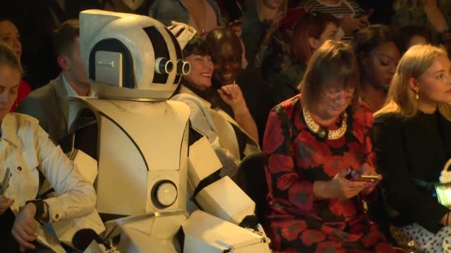 vidéos et rushes de hilary alexander at freemasons hall on september 14 2018 in london england - semaine de la mode de londres