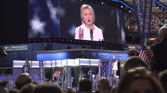 vídeos de stock e filmes b-roll de hilary clinton at the 2016 dnc - eleições