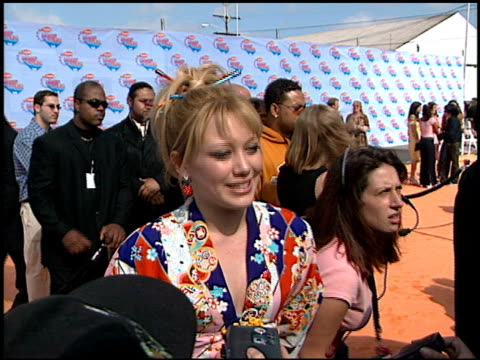 hilary duff at the 2002 kids choice awards at barker hanger in santa monica california on april 20 2002 - nickelodeon kid's choice awards video stock e b–roll