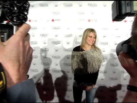 vidéos et rushes de hilary duff at the dvd exclusive awards at california science center in los angeles, california on february 8, 2005. - exclusivité