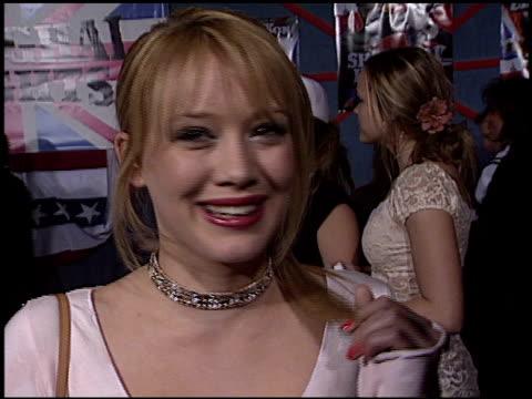 hilary duff at the 'shanghai knights' premiere at the el capitan theatre in hollywood california on february 3 2003 - 2003 bildbanksvideor och videomaterial från bakom kulisserna
