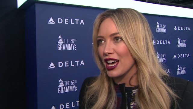 interview hilary duff on on being a part of the night her grammyfavorites this year the fact that she's working on a new album and what it'll sound... - アルバムのタイトル点の映像素材/bロール