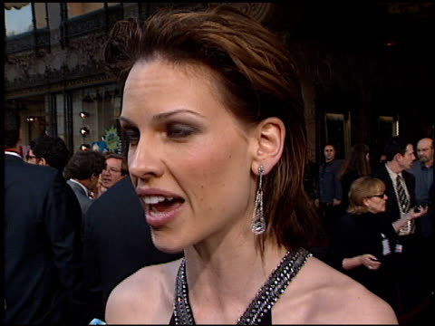 hilary swank at the 'insomnia' premiere at the el capitan theatre in hollywood california on may 22 2002 - hilary swank stock videos & royalty-free footage