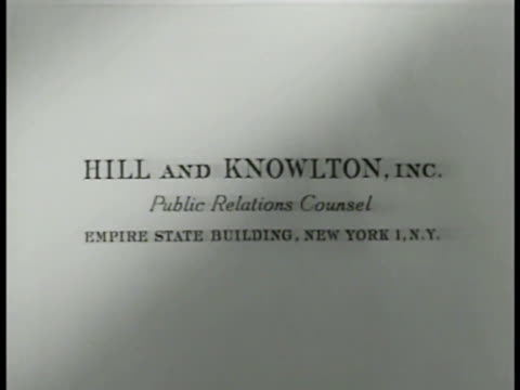 vídeos y material grabado en eventos de stock de hill and knowlton inc. letterhead. former journalist john w. hill standing by phonograph in office raising hand to head. - traje completo