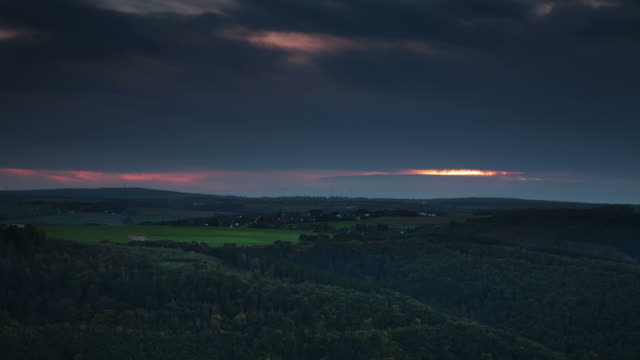 TIMELAPSE: Hill Range Sunset