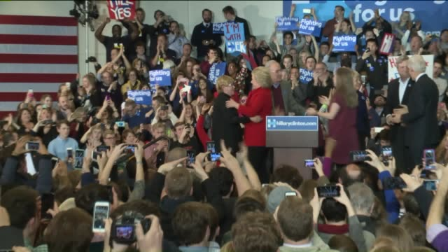 vídeos de stock e filmes b-roll de who hillary clinton and family walks on stage on iowa caucus night on february 1 2016 - des moines iowa