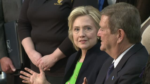 vidéos et rushes de hillary clinton campaigning at kirkwood community college on april 14 2015 in monticello iowa - collège communautaire