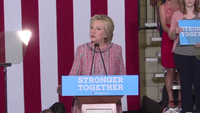 hillary clinton returns to the white house campaign trail seeking to regain the momentum lost to donald trump especially in the countrys key... - carolina del nord stato usa video stock e b–roll