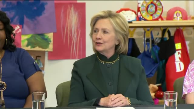 stockvideo's en b-roll-footage met wgn hillary clinton talks about the economy and the struggle of working families at the ellis early learning center on may 20 2015 in chicago illinois - amerikaanse presidentsverkiezingen