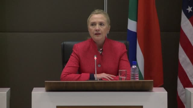 vídeos de stock, filmes e b-roll de hillary clinton's key part of her trip to south africa is to promote trade between the united states and south africa one of the five members of the... - newly industrialized country