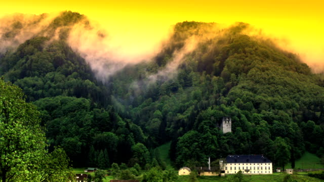 vídeos y material grabado en eventos de stock de hd: hills nubes y mansión - palacio