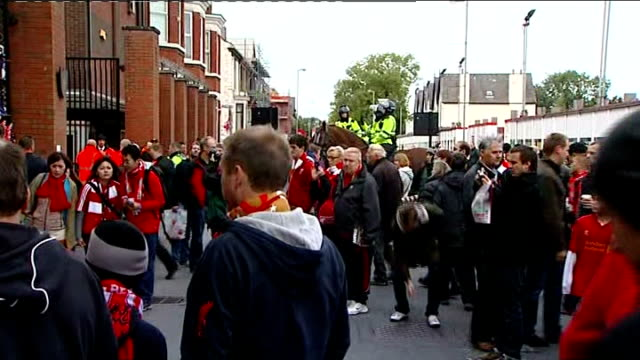 liverpool and manchester united hillsborough tribute various vox - シェフィールド点の映像素材/bロール